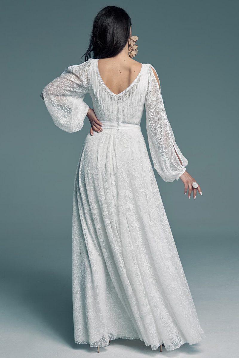 Biała suknia ślubna w klasycznym kolorze o modnym kroju