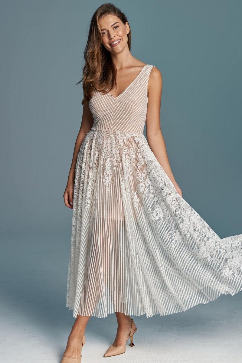 Dziewczęca koronkowa suknia ślubna na ślub rustykalny
