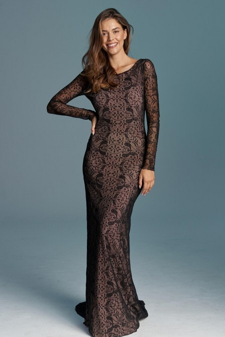 Elegancka czarna suknia ślubna