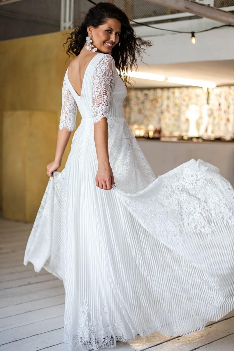Klasyczna suknia ślubna w nowej odsłonie Paris 12