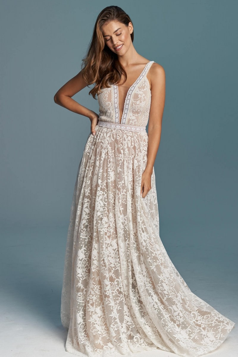 Prosta koronkowa suknia ślubna