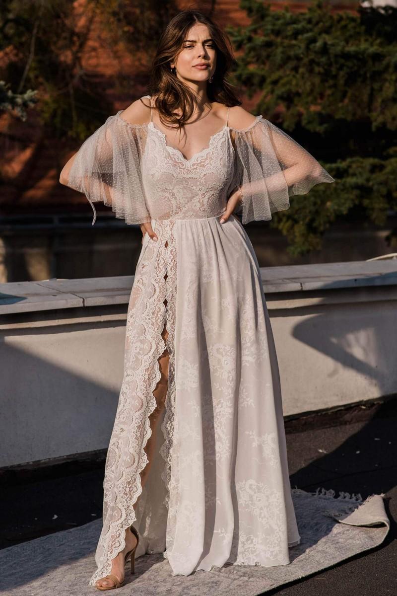 Romantyczna suknia ślubna na ramiączkach