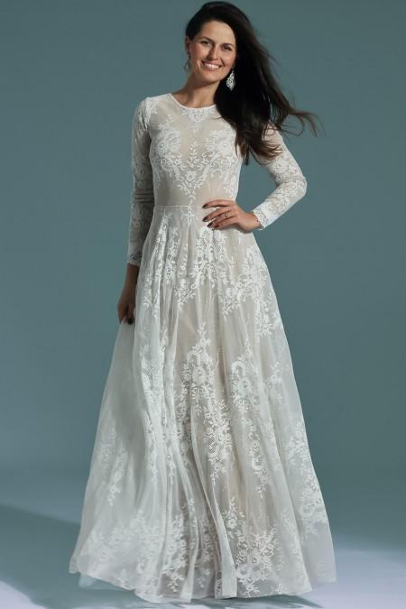 Zabudowana suknia ślubna z długim rękawem