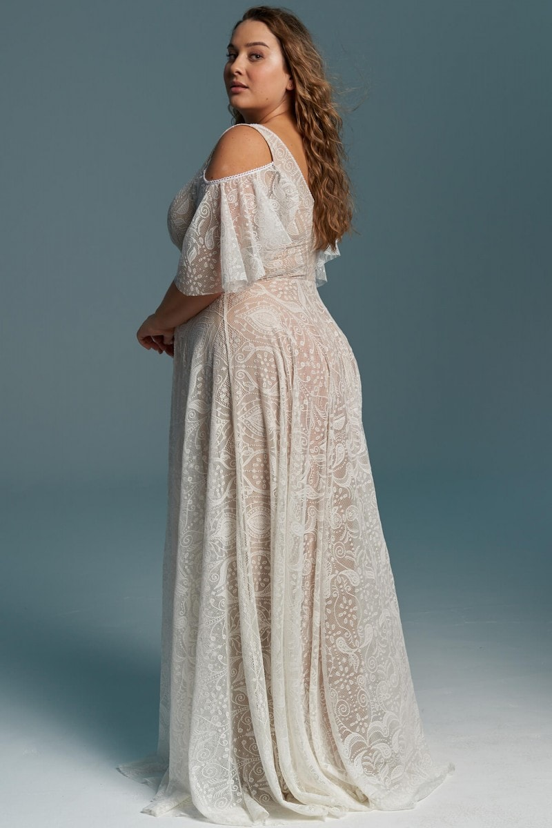 Koronkowa suknia ślubna z lekkim rękawem