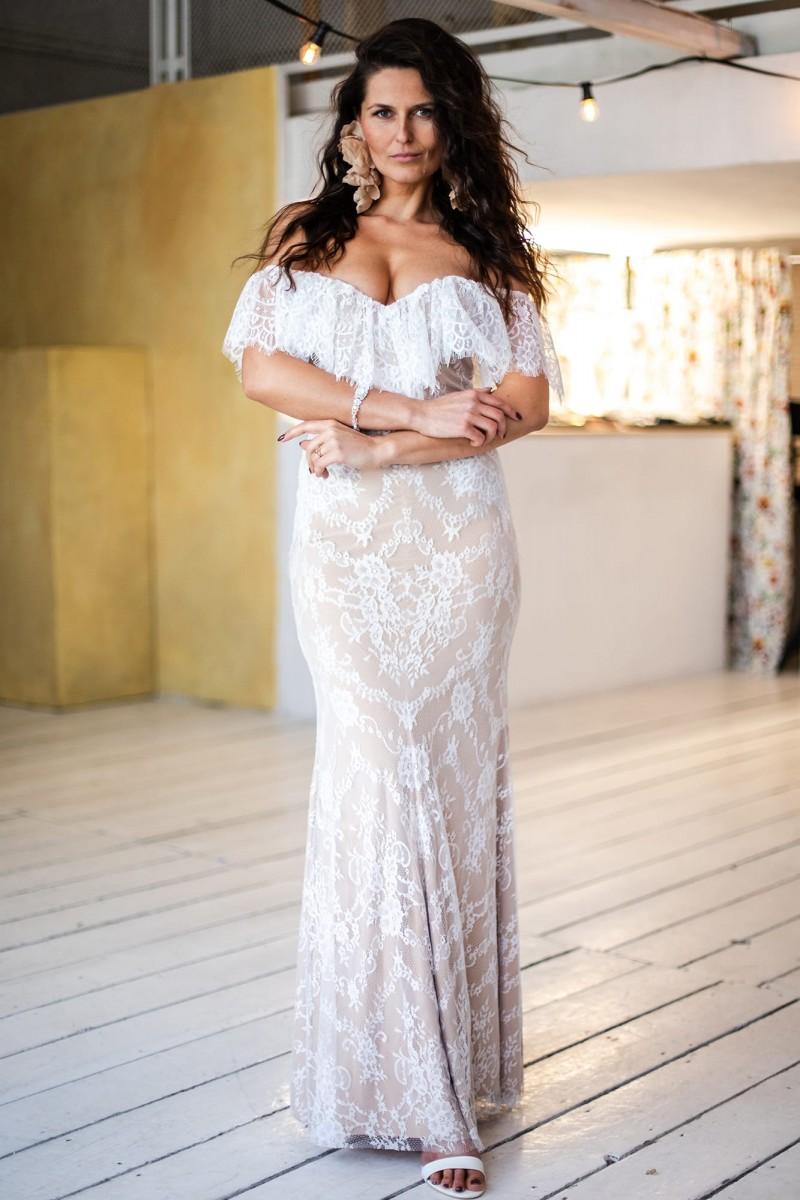 Suknia ślubna hiszpanka odkryte ramiona Paris 9
