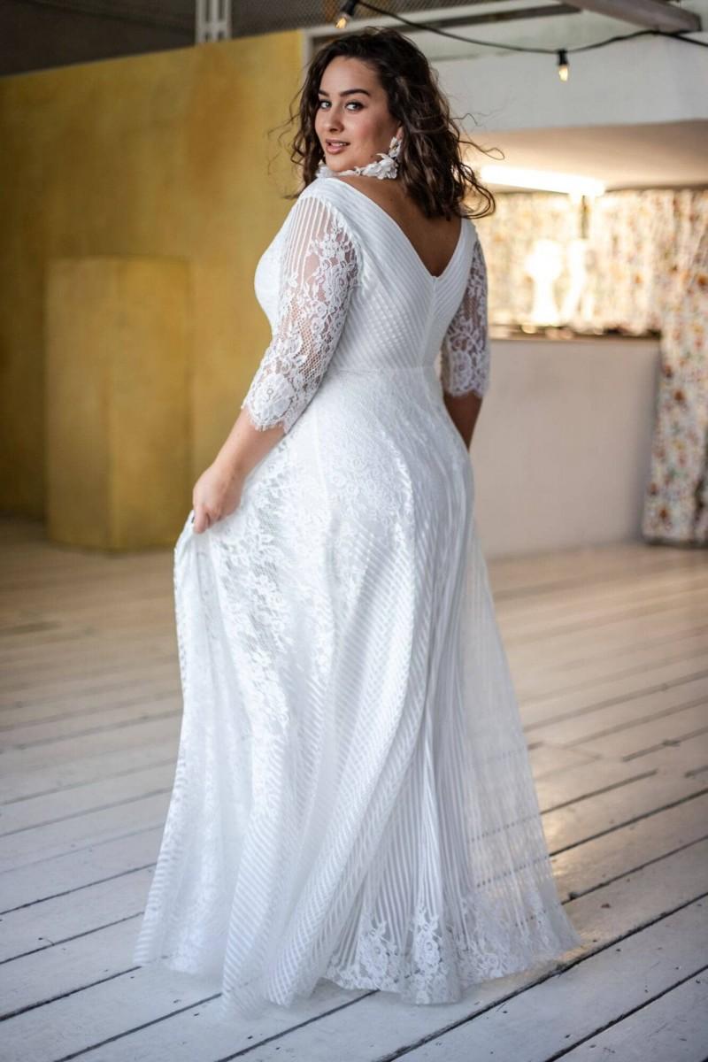 Suknia ślubna plus size z bogato zdobionym dekoltem Paris 12