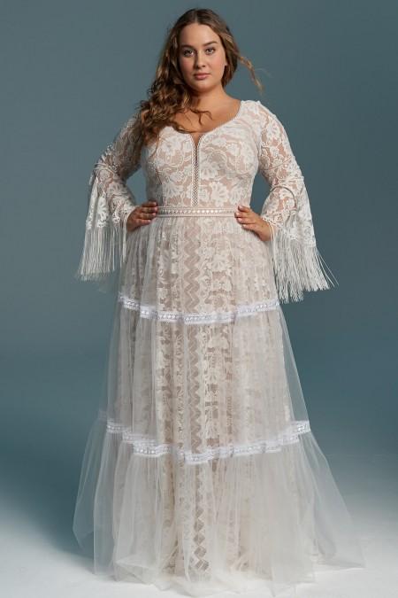 Suknia ślubna z miękkiej koronki z dekoltem