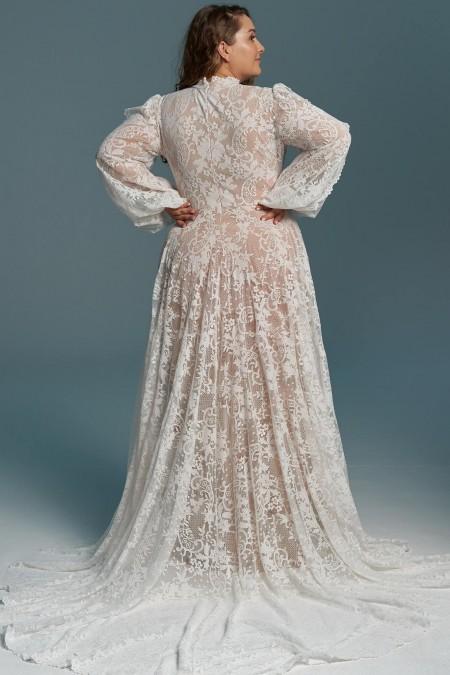 Suknia ślubna ze stójką i bufiastymi rękawami