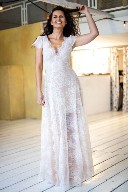 Suknia ślubna połączenie kroju litera A i dekolt V Paris 10