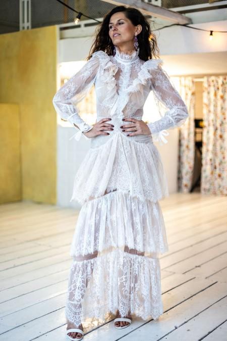 Suknia ślubna pracująca w ruchu razem z ciałem Paris 15