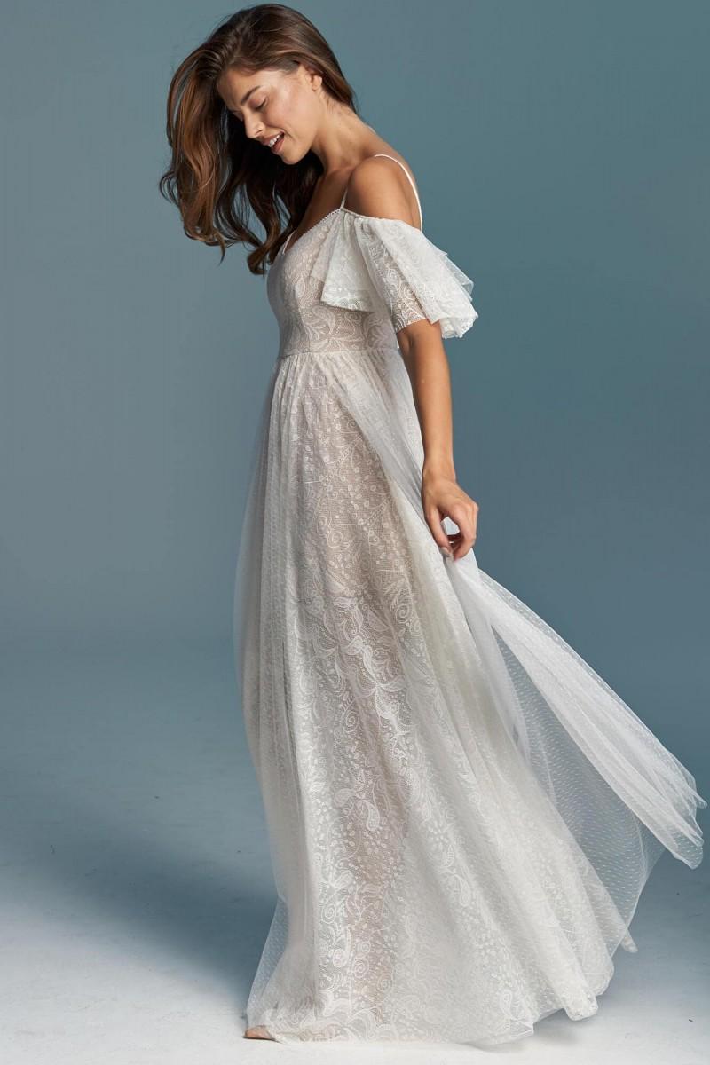 Suknia ślubna z mgiełką delikatnego tiulu
