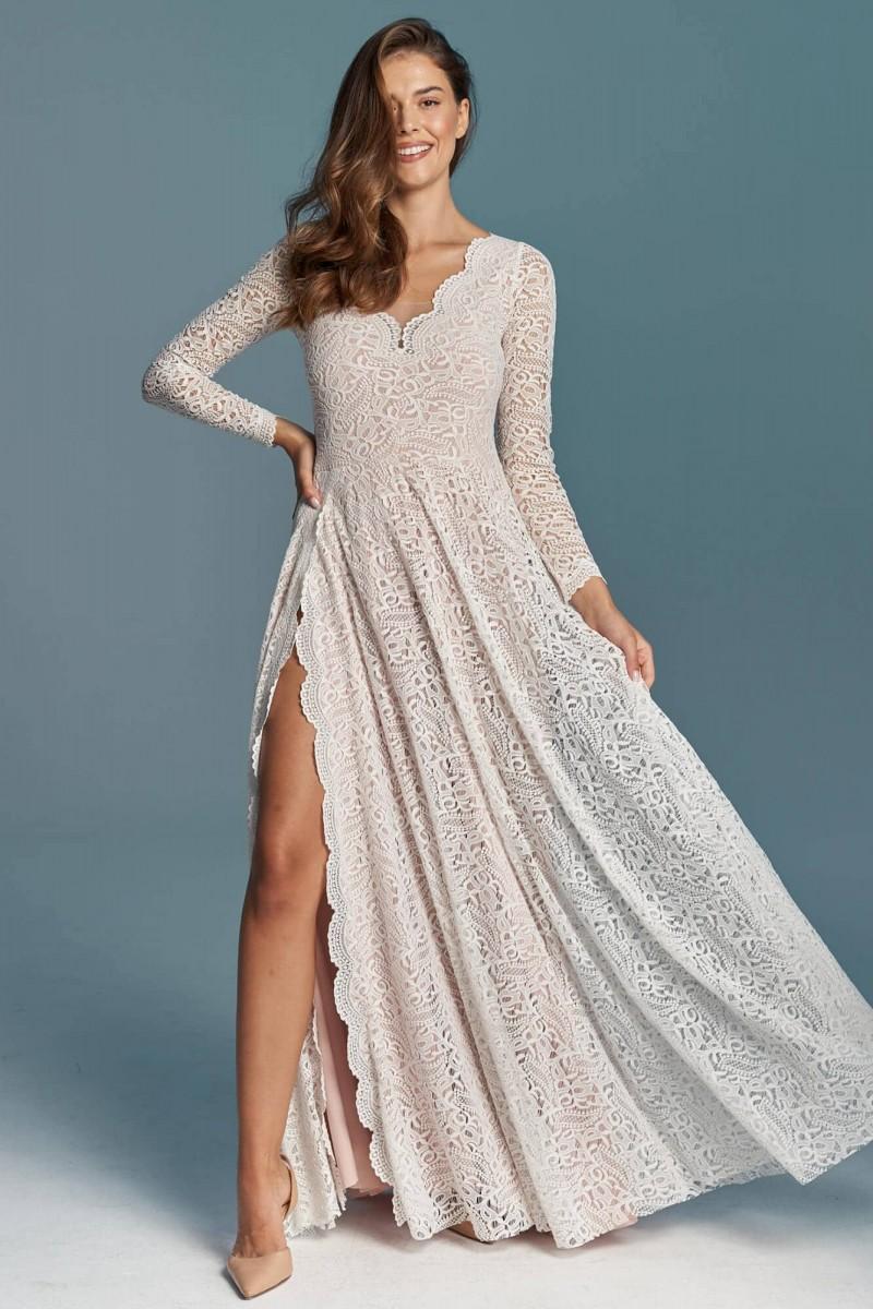Suknia ślubna z rozcięciem