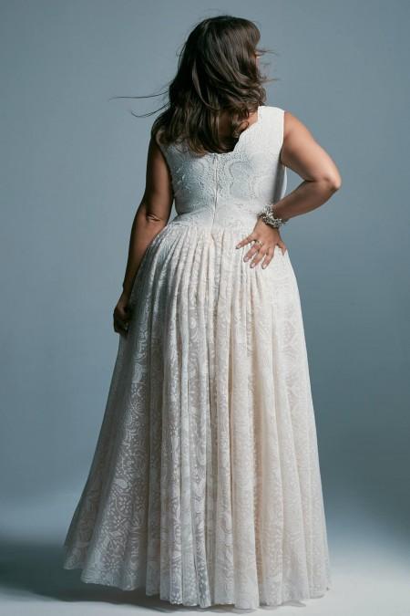 Suknia ślubna plus size o kroju księżniczki