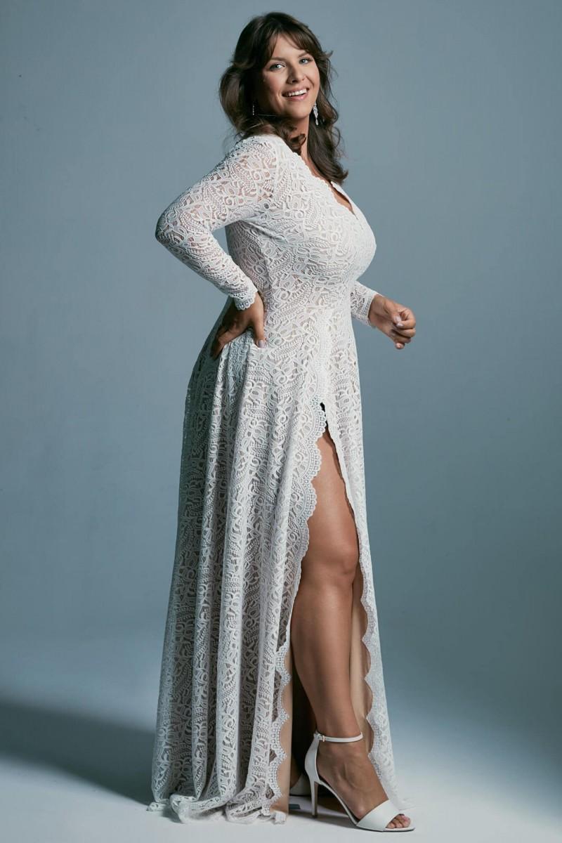 Suknia ślubna plus size z rozcięciem