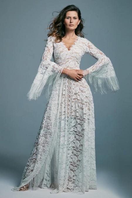 Zdobiona suknia ślubna z dekoltem