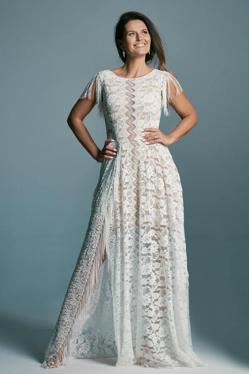 Suknia ślubna z dekoltem pod szyję