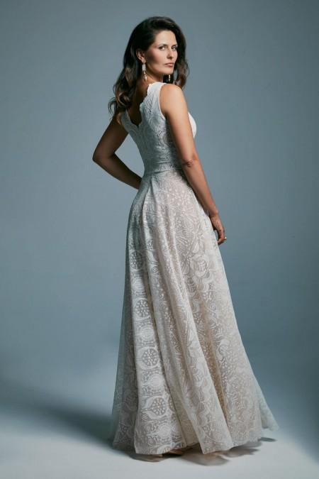 Suknia ślubna z szerokimi ramiączkami