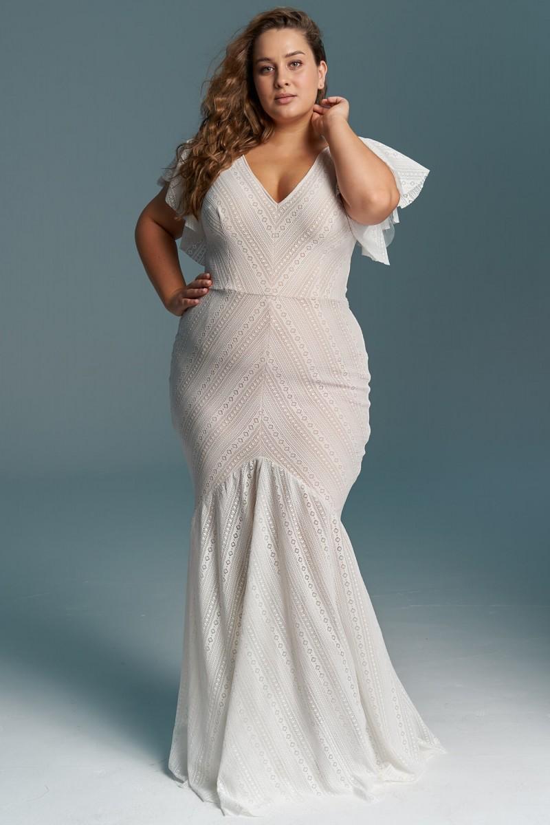 Dopasowana suknia ślubna plus size o kroju rybki
