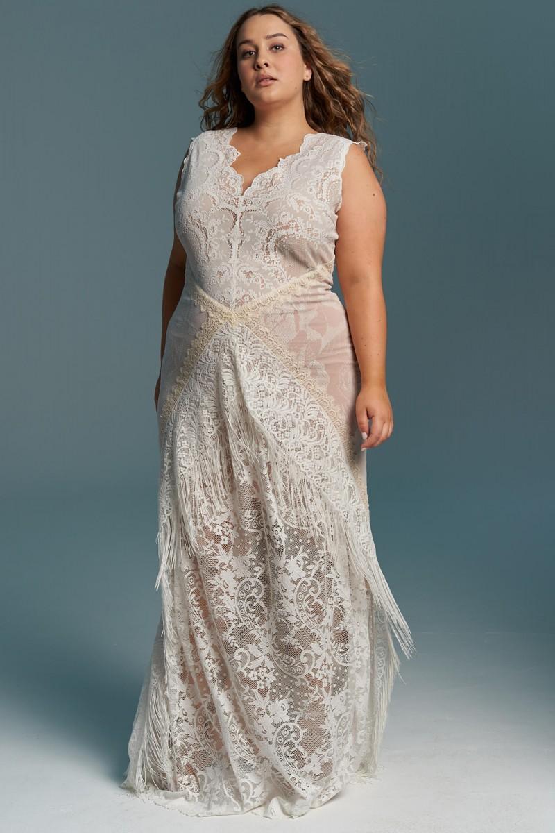 Elegancka, bogato zdobiona suknia ślubna plus size