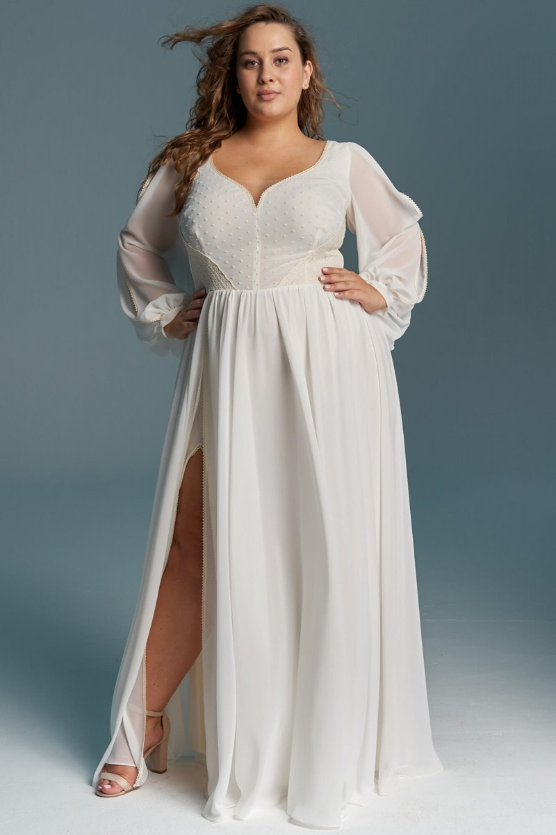 Suknia ślubna z lejącego szyfonu i luźnymi rękawami