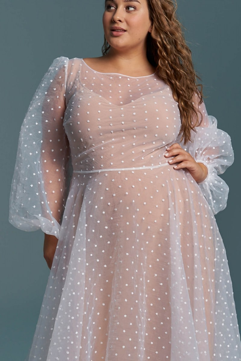 Suknia ślubna plus size z mgiełką delikatnej organzy