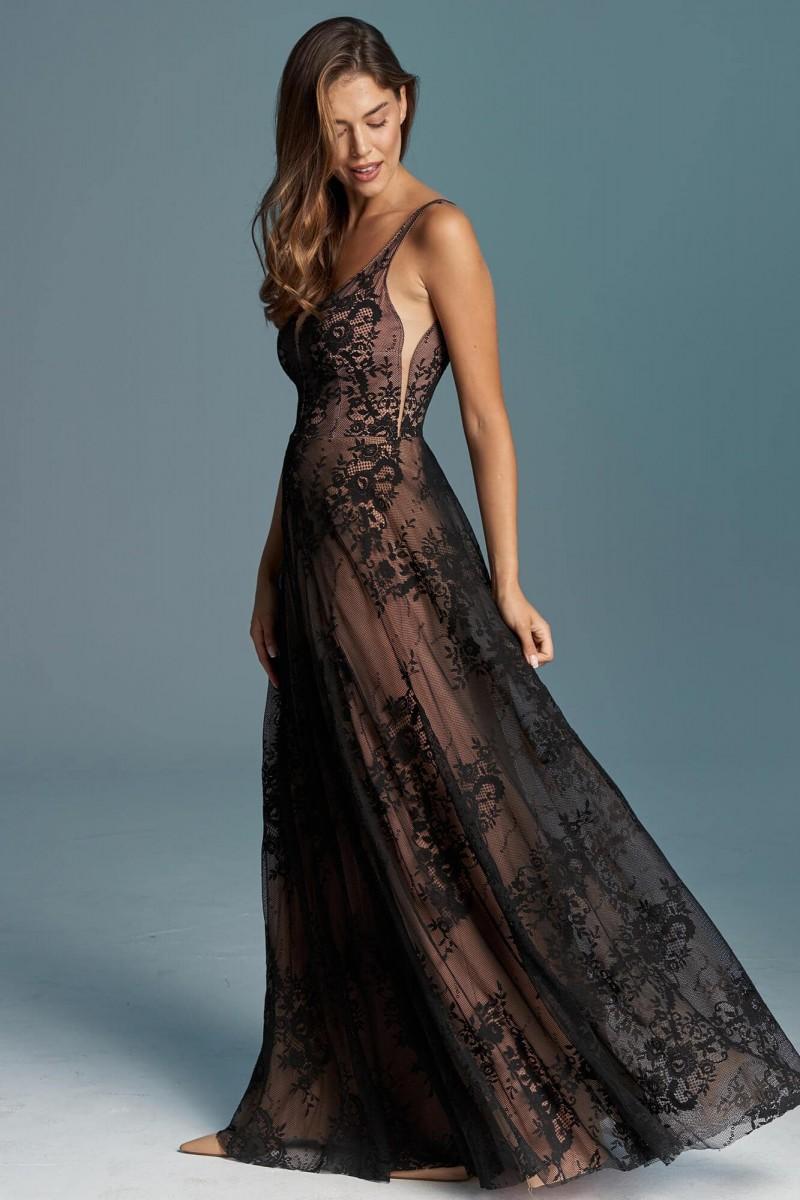 Zwiewna, dziewczęca czarna suknia ślubna z odbrytymi plecami