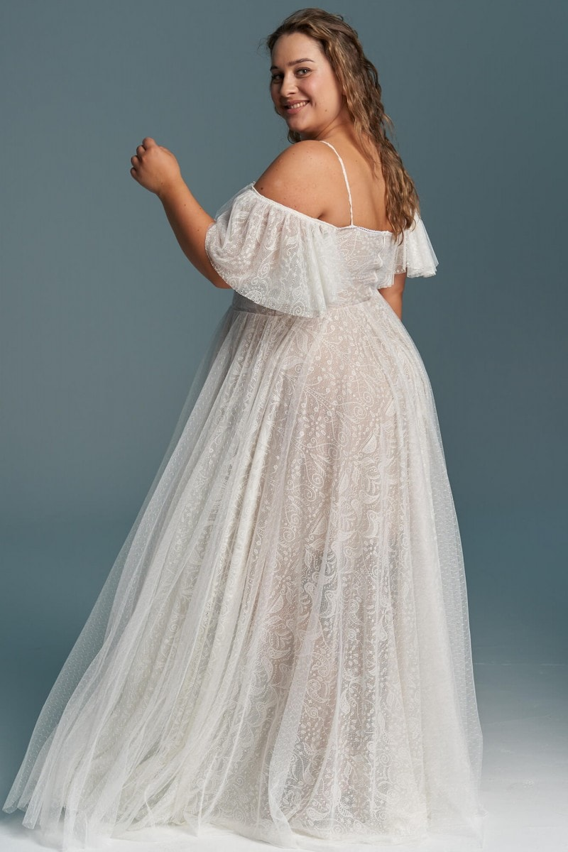 Zwiewna, kobieca suknia ślubna plus size